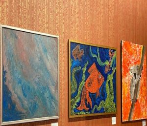 red-wall-art-gallery